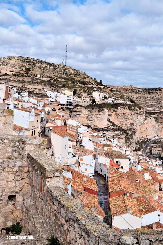 Alcalá del Júcarin kylän kattoja