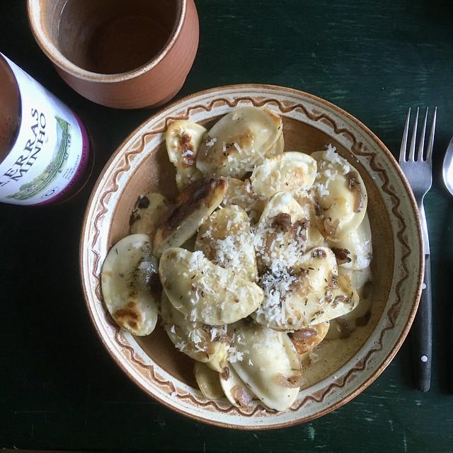 Polnisch-provenzalisch: Pierogi à la Pissaladière