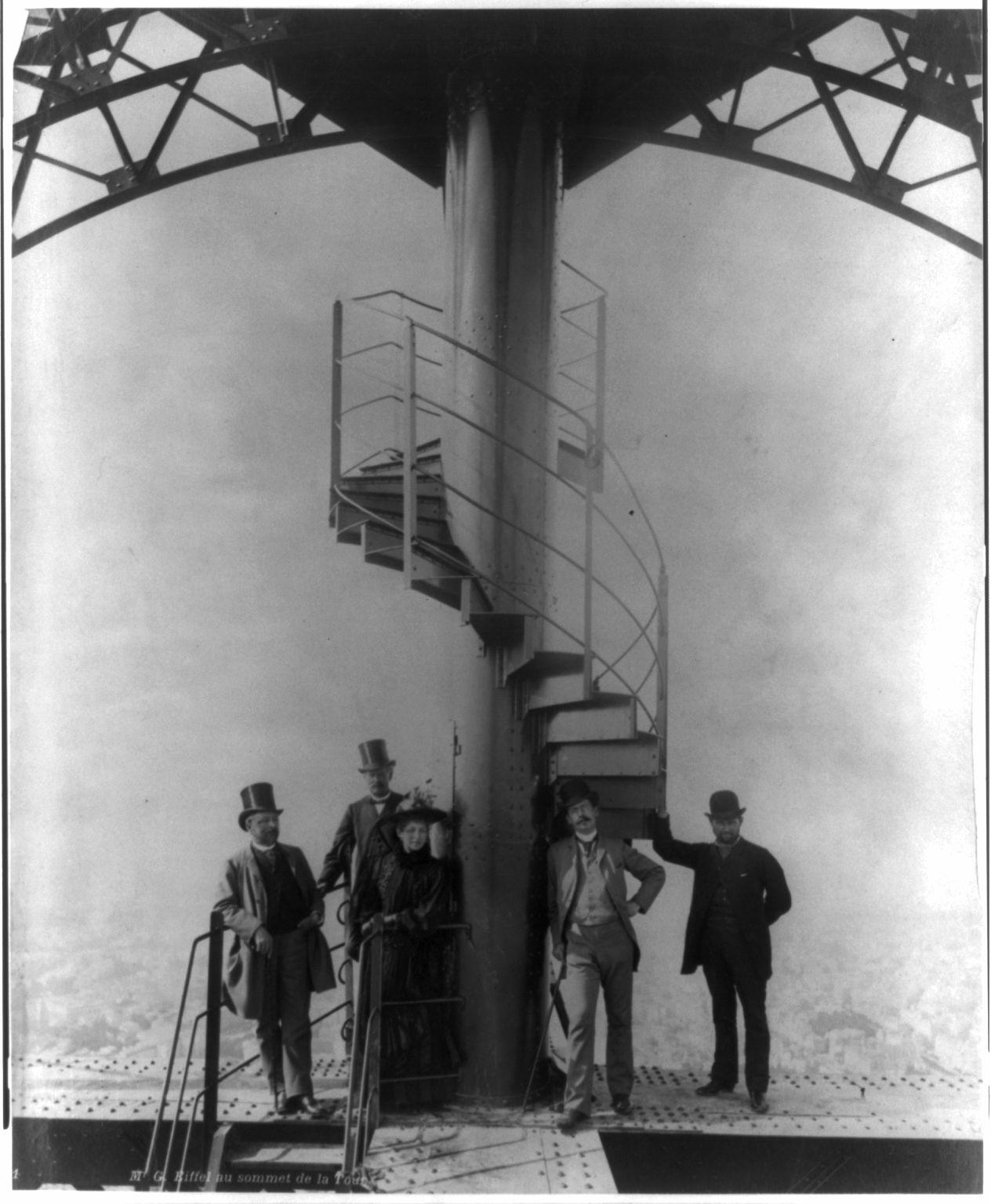 03. 1889. 31 марта.  Эйфель и еще четыре человека на вершине Эйфелевой башни