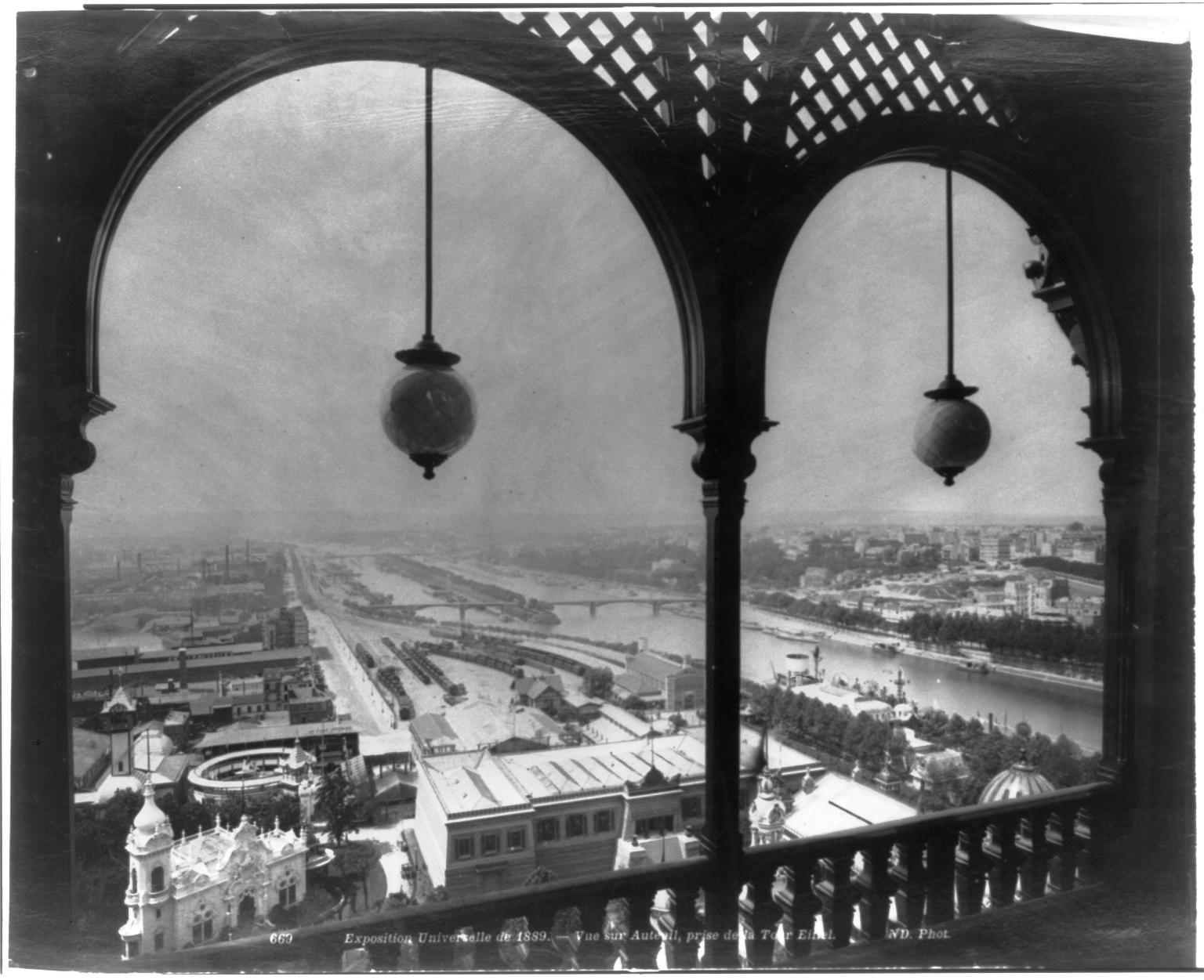 26. Вид на Париж с арочного балкона Эйфелевой башни