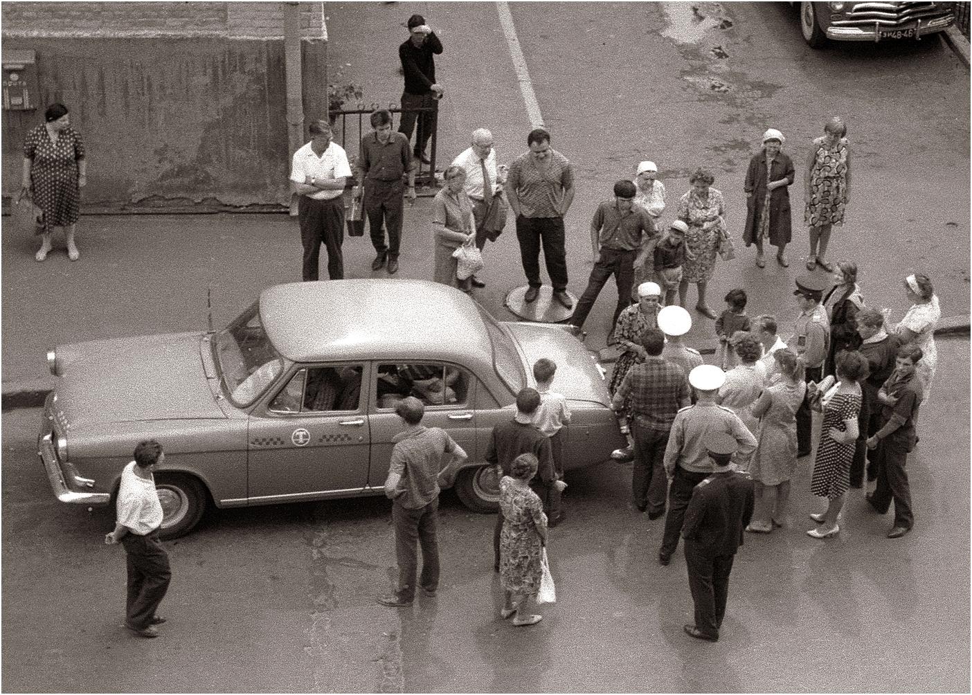 120. 1968. У дома 38 на Петровке