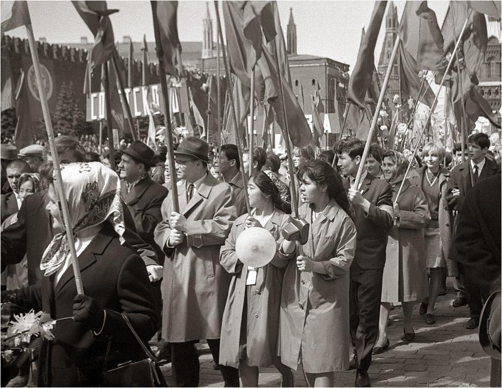 110. 1967. Демонстранты на Красной площади