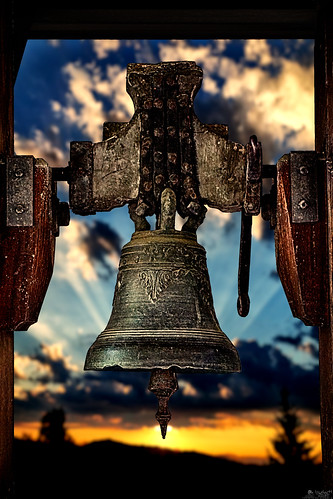 vintage antique bell sunrise sunset glocke cloche church museum cityarchives bern switzerland a6000 ilce6000 sel55210 lewelsch lewelschphoto swissphotographers