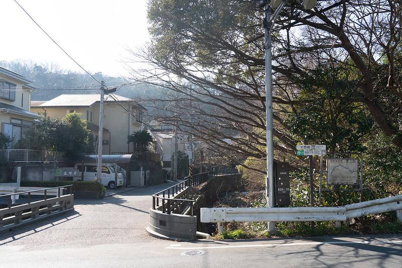 杉本寺のバス停から