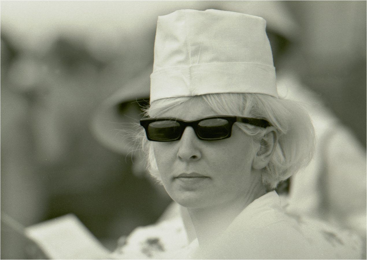 111. 1967. Домодедово. Продавец мороженого на военно–воздушном параде