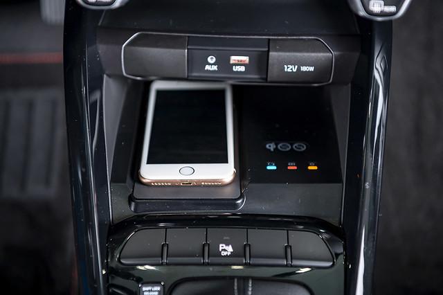 KIA「Stonic就是愛線特仕版」升級無線充電裝置