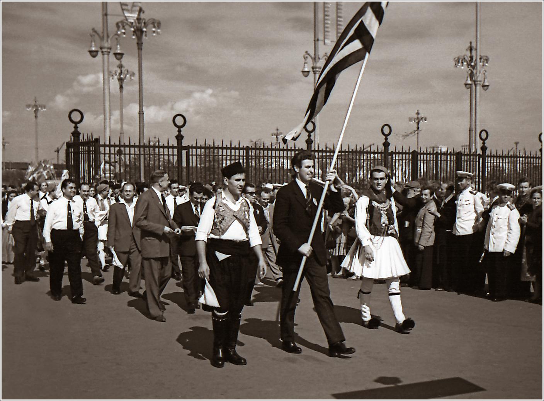126. 1957. VI Всемирный фестиваль молодёжи и студентов, открывшийся 28 июля в Москве. Лужники, прохождение делегаций, Кипр