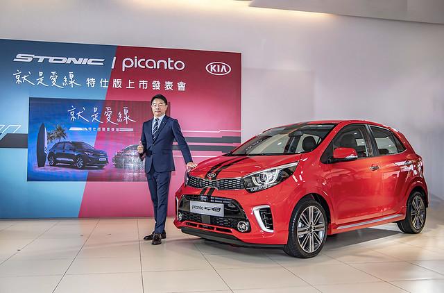 3.森那美起亞汽車總裁李昌益與KIA Picanto就是愛線特仕版合影,限量升級價619,000。 拷貝
