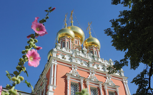 Holy Russia, Moscow Architecture, Golden Cupolas of the Resurrection Church in Kadashi Sloboda, 2nd Kadashevsky Lane, Zamoskvorechye district. Православнаѧ Црковь.