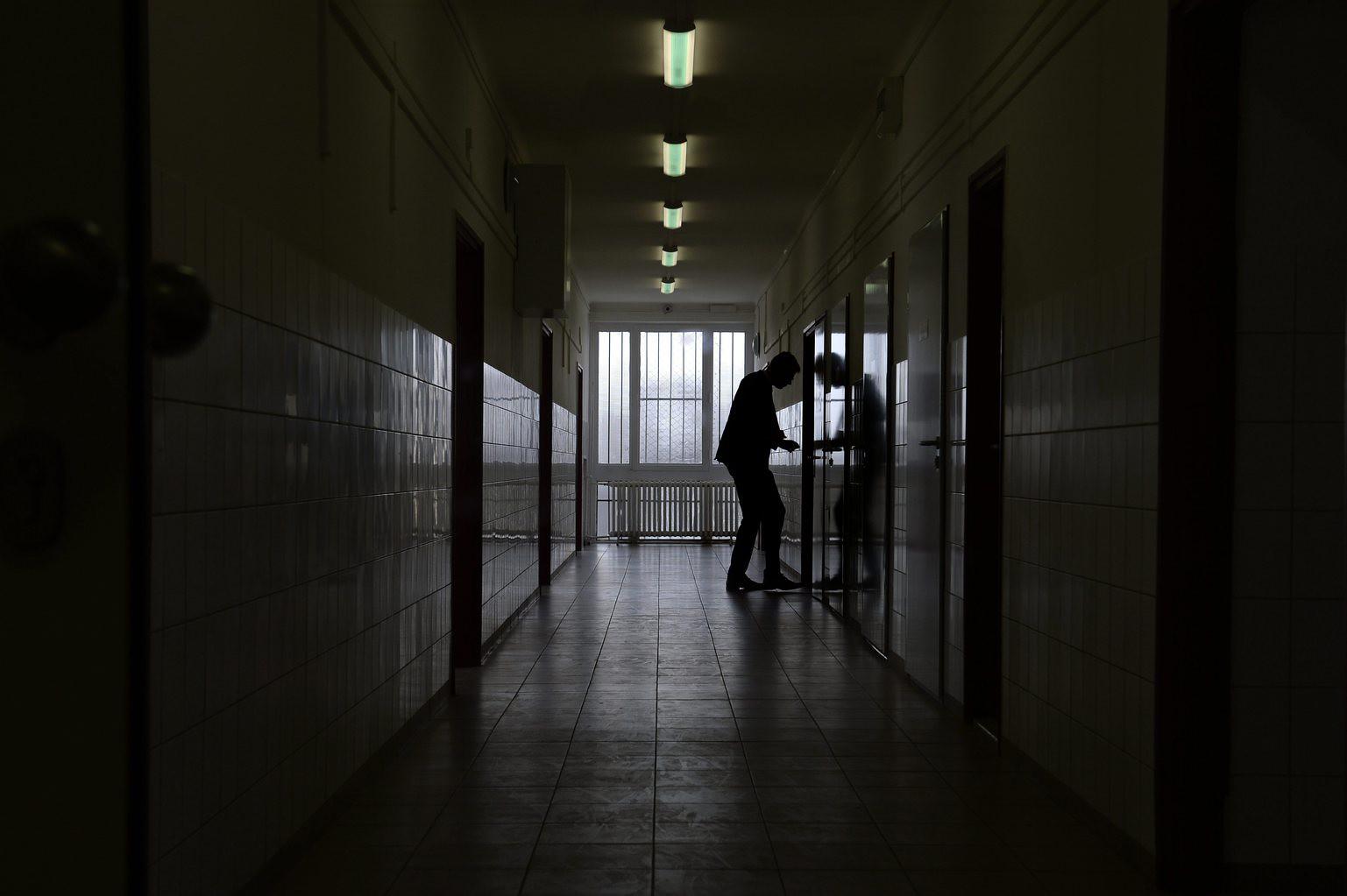 24.hu: a Makóra költöztetett pszichiátrián egerek rohangálnak, egy 24 ágyas osztályra egyetlen koedukált fürdő jut