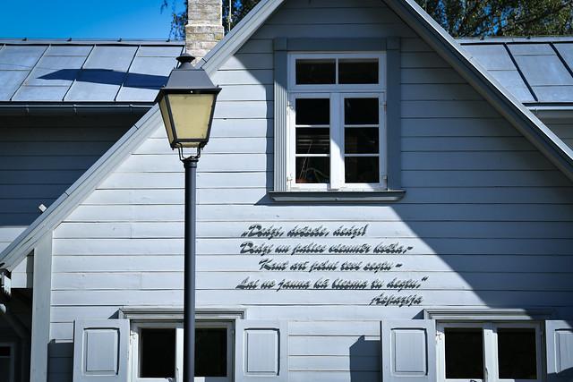 """10.09.2020. Valsts prezidents Egils Levits viesojas muzejā """"Aspazijas māja"""" un piedalās vides objekta """"Aspazija kāpās"""" atklāšanā"""