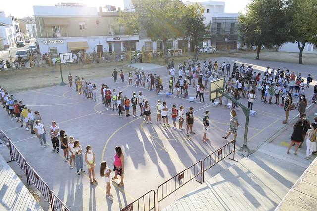 Delegados de Educación y Vías Públicas han acudido al colegio Miguel de Cervantes de Los Palacios y Vfca