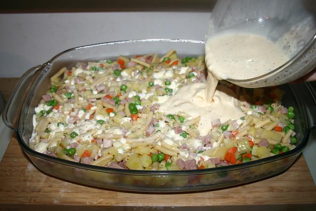 29 - Douse with cream egg mix / Mit Sahne-Eier-Mischung übergießen