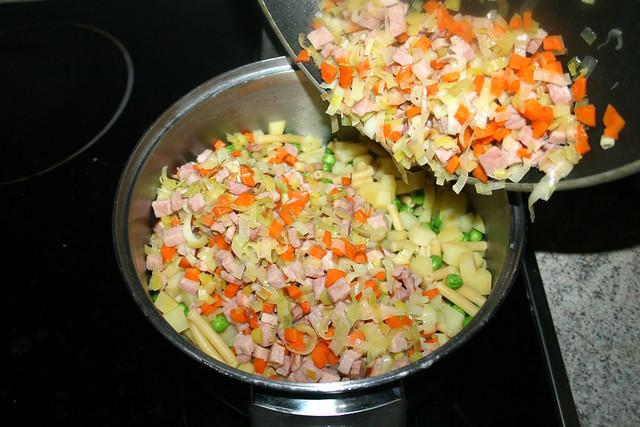 25 - Add veggies & ham / Gemüse & Schinken hinzufügen