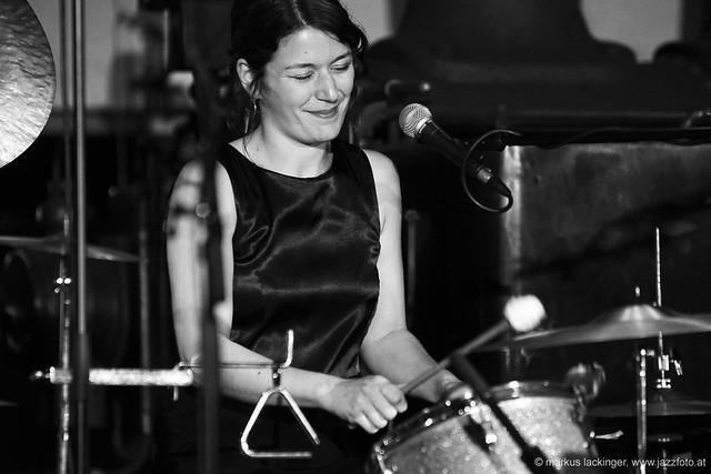 Evi Filippou: Vibraphon, drums, backing vocals