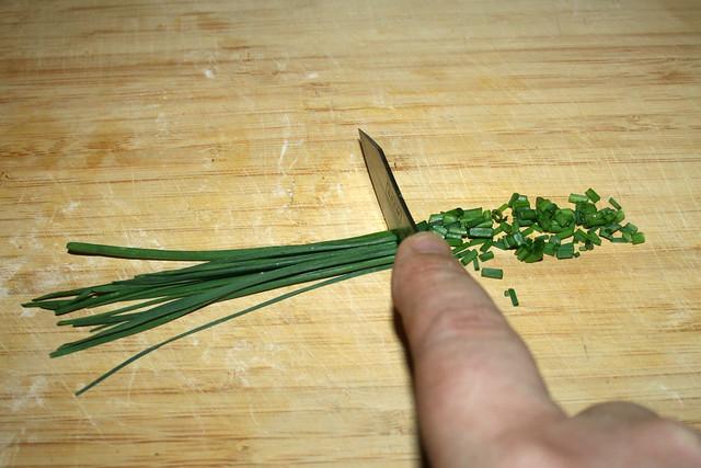 33 - Cut chives in rolls / Schnittlauch in Röllchen schneiden