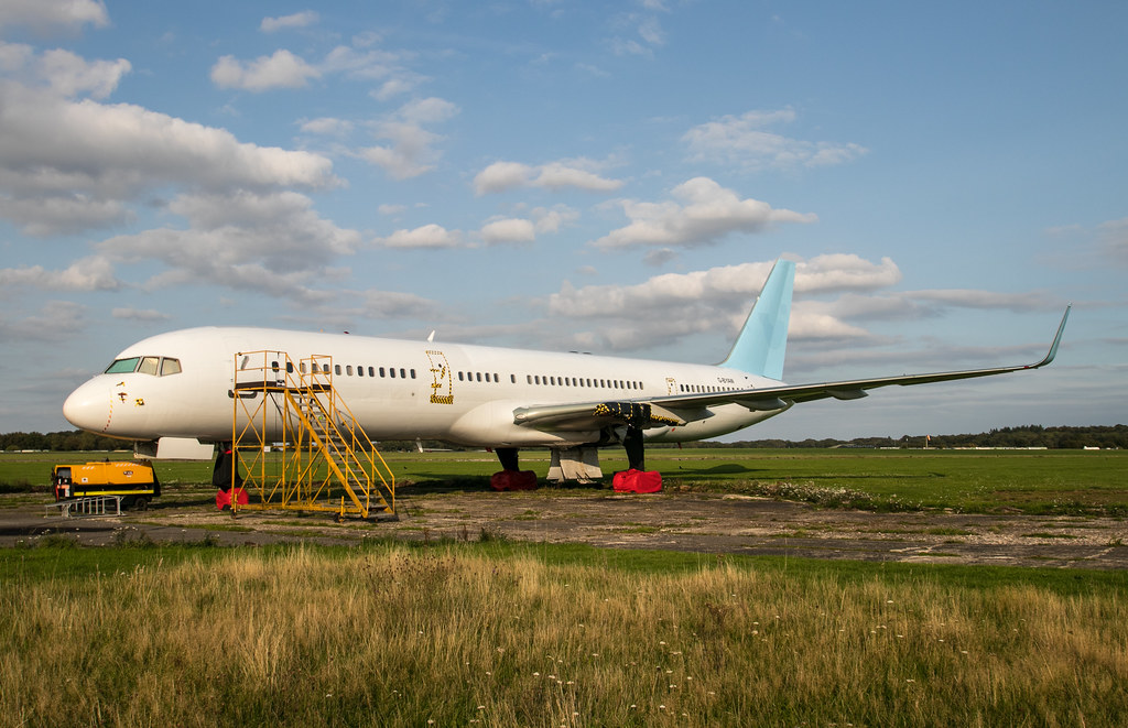 Boeing 757 - G-BYAW