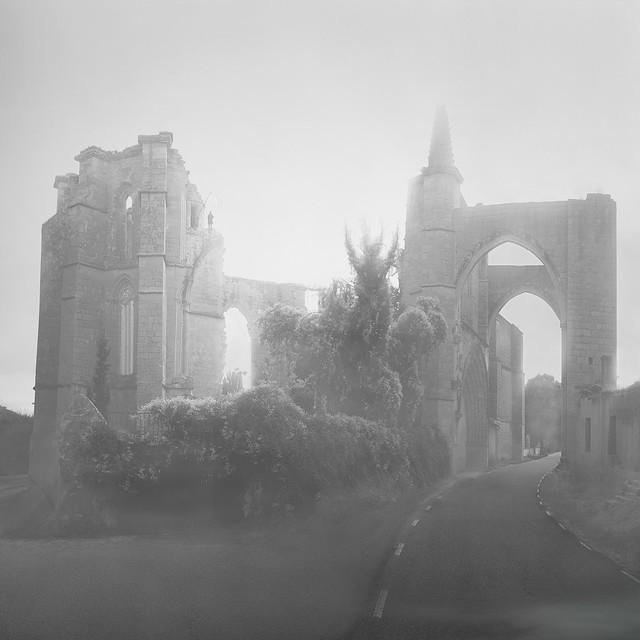 De ruinas y demonios interiores. / Of ruins and inner demons.