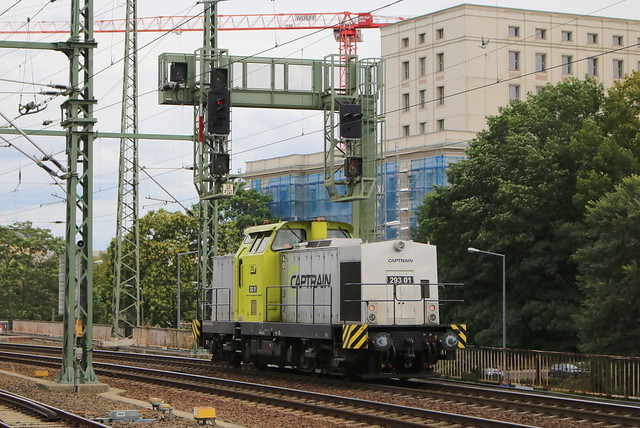 Captrain: Diesellok 293 01 in Dresden Hbf