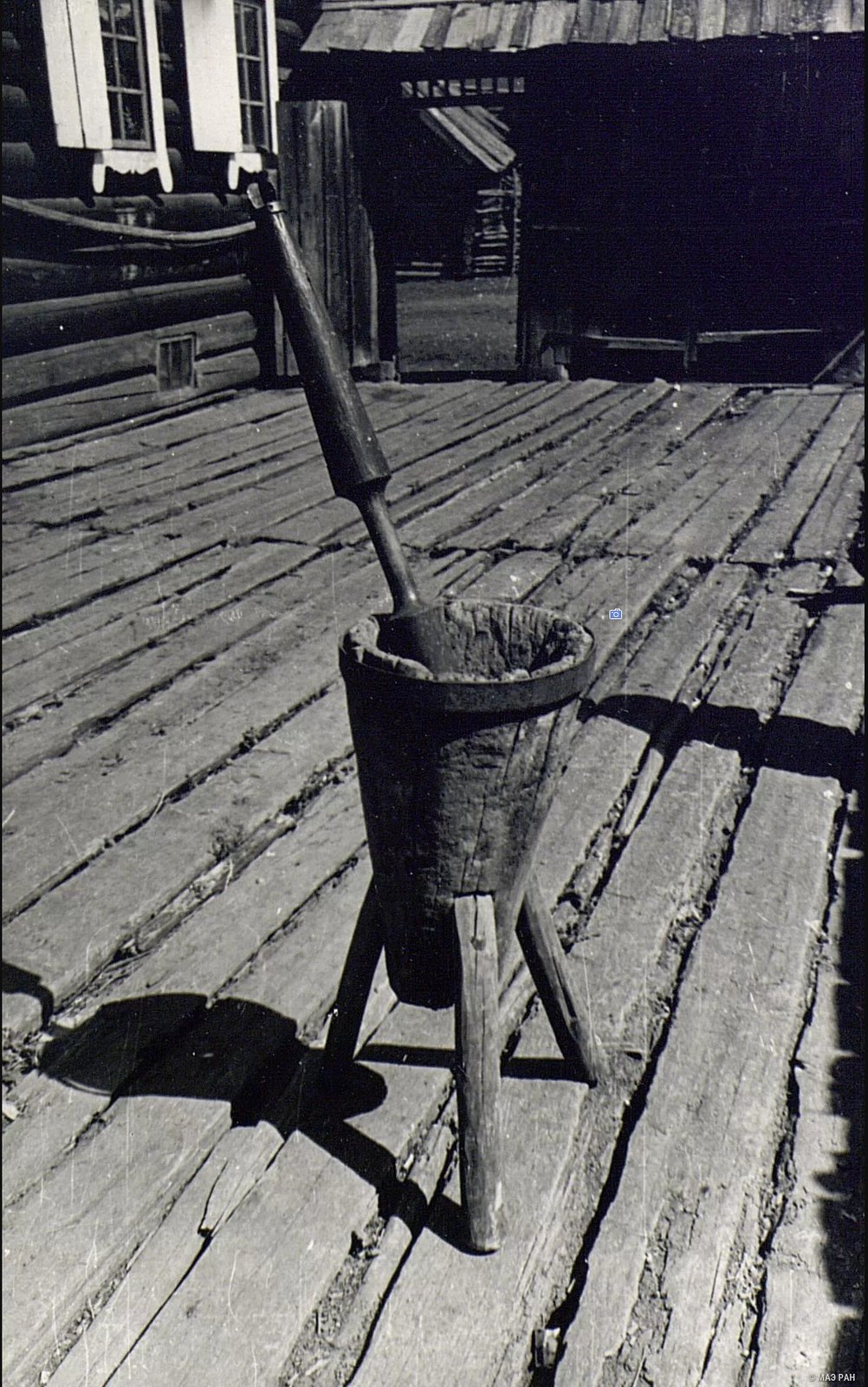 Деревянная ступа с пестом