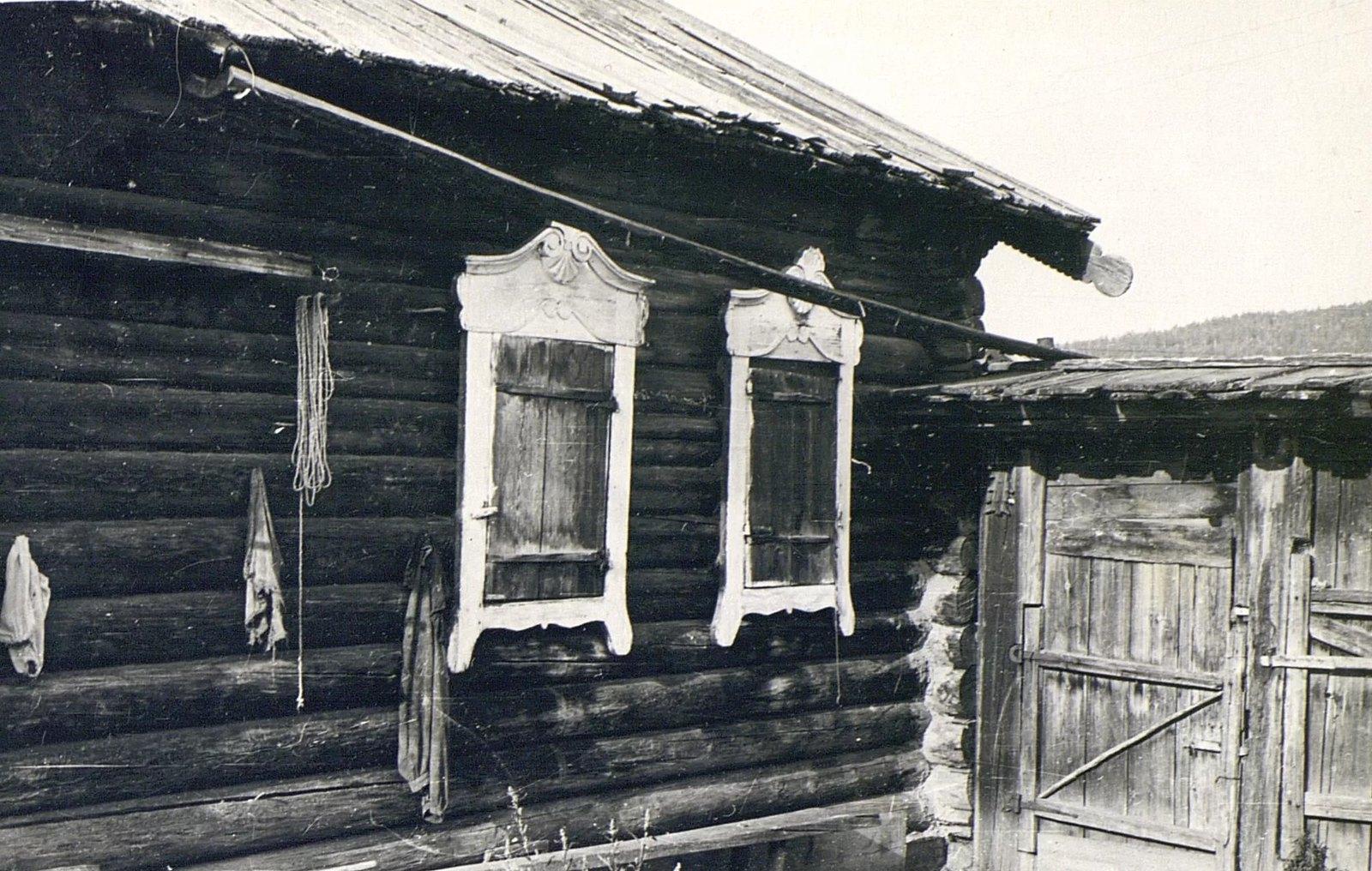 Часть дома Е.М. Погодаевой с жолобом для стока воды