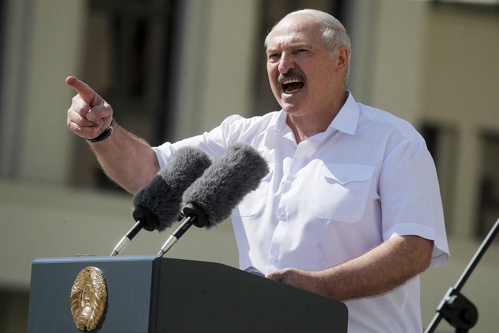 被白俄羅斯人稱為「父親」的總統盧卡申科,對示威採取武力鎮壓策略。(圖片來源:Dmitri Lovetsky / AP)