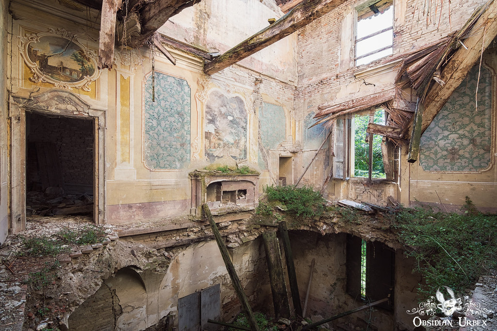 Forgotten in Time - Photographs Of Abandoned Relics - cover