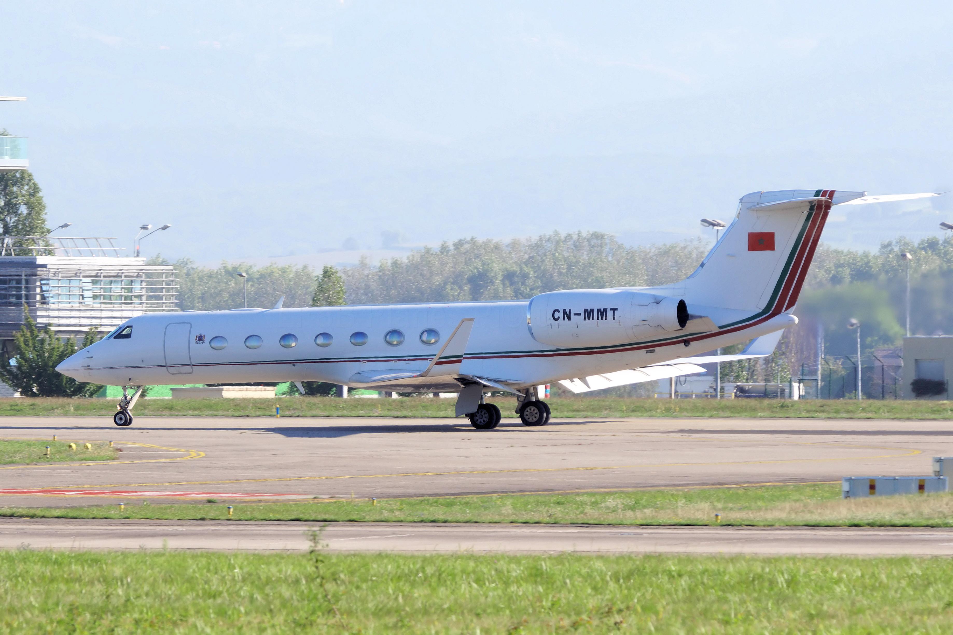 FRA: Avions VIP, Liaison & ECM - Page 25 50329506896_b04a86530d_o_d