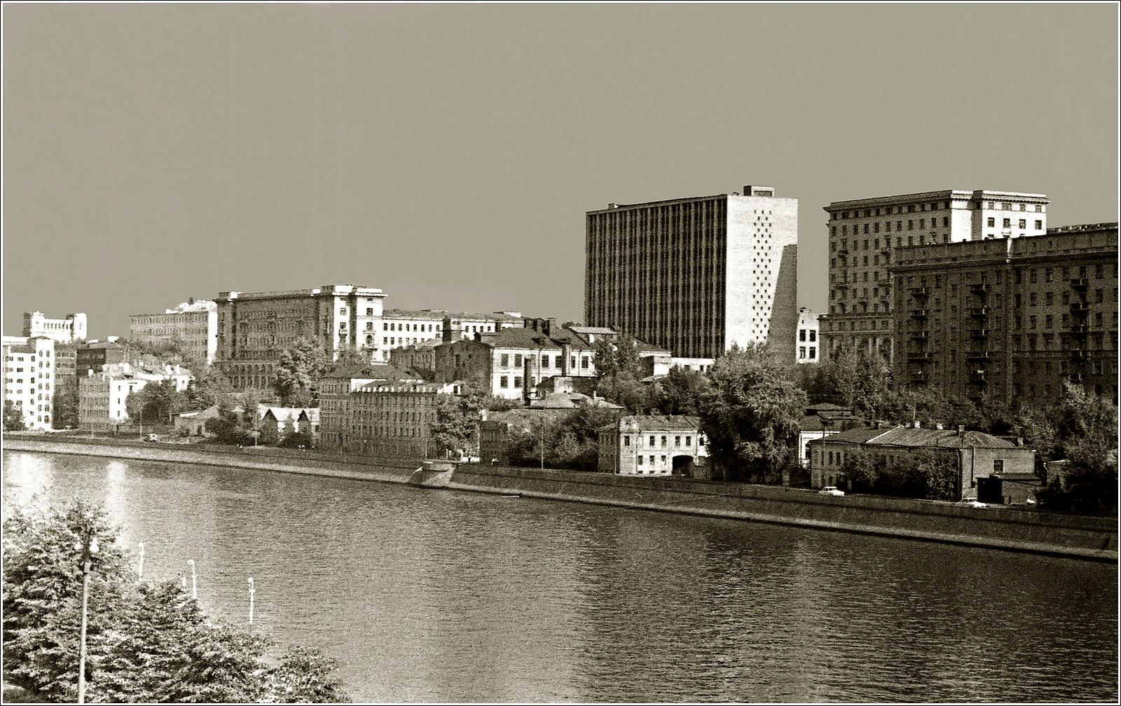 163. 1970. Гончарная набережная