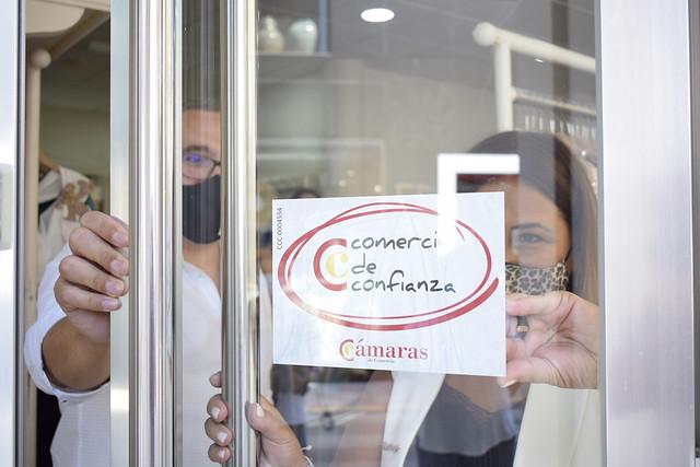 Entrega distintivos Comercio de Confianza en Los Palacios y Vfca