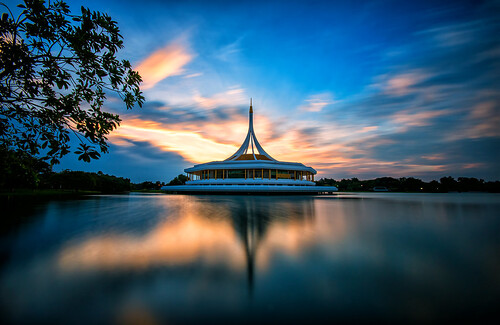 nong bon แขวงหนองบอน suanluang rama ix 9 park สวนหลวงร9 commemoration hall ratchamongkol หอรัชมงคลสวนหลวงร9 sunrise nd filter blur clouds lake colors dawn bangkok thailand กรุงเทพมหานคร ประเทศไทย ripple reflection tree water building edicice architecture sky lights light blue pink yellow red golden morning sun landscape