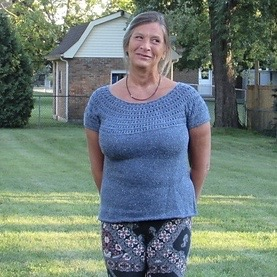 Trina (kwiltz) knit this lovely Meridian Top by EweKnit Toronto, originally for herself but gifted to her daughter-in-law because she loved it! Yarn is Berroco Remix Light.