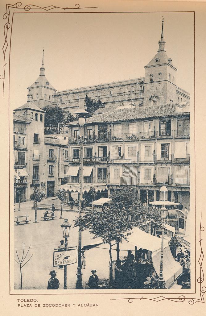 Plaza de Zocodover. Incluida en un raro álbum con 24 fotografías de Toledo hacia 1907. Colección personal de Eduardo Sánchez Butragueño.