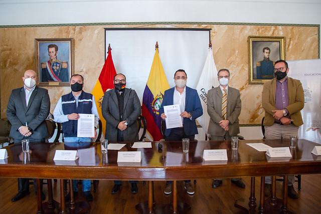 Rueda de prensa Gobernación del Azuay y Ministerio de Educación - Firma Convenios con Alcaldías