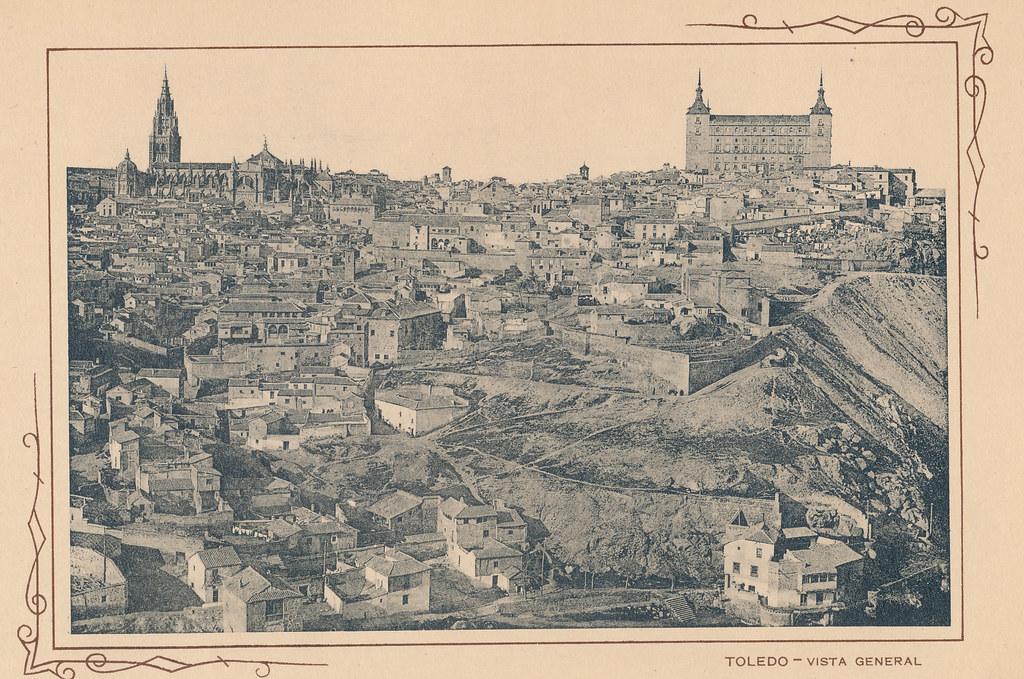 Vista general de la ciudad. Incluida en un raro álbum con 24 fotografías de Toledo hacia 1907. Colección personal de Eduardo Sánchez Butragueño.