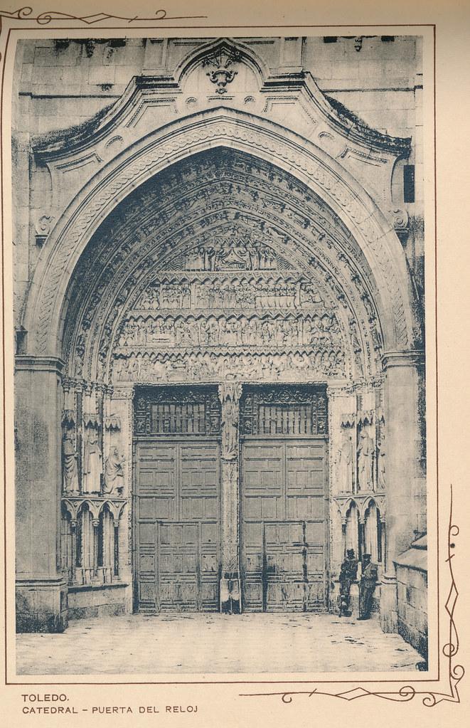 Puerta del Reloj de la Catedral. Incluida en un raro álbum con 24 fotografías de Toledo hacia 1907. Colección personal de Eduardo Sánchez Butragueño.