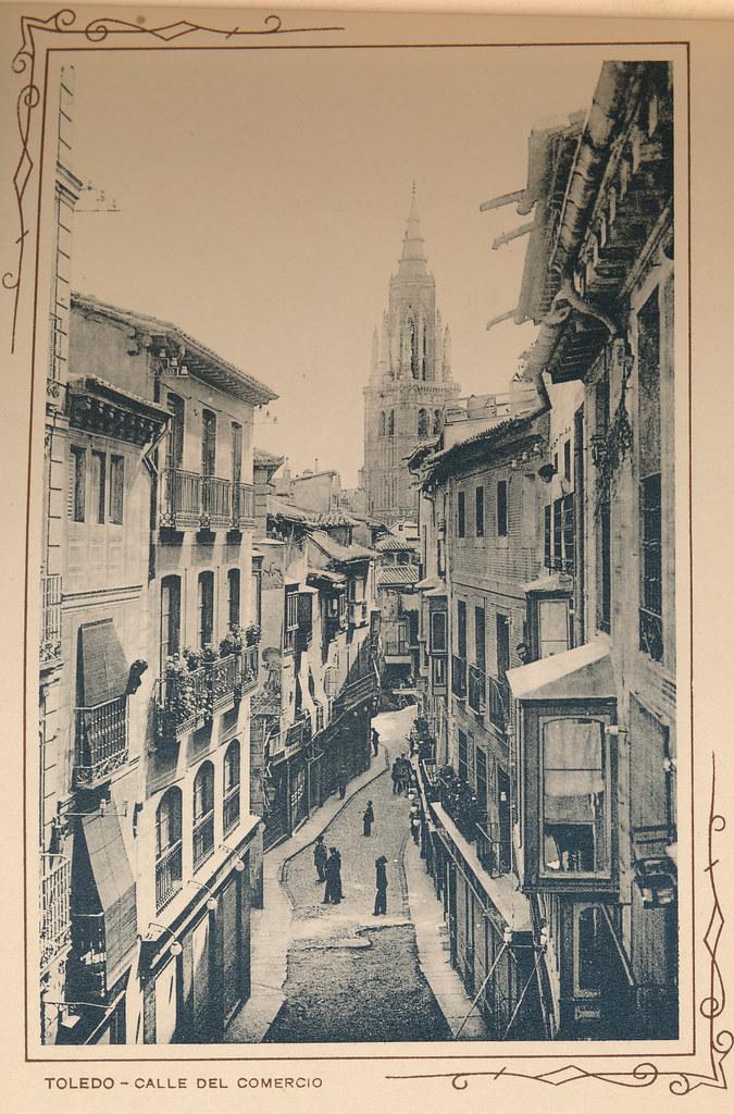 Calle Ancha o calle Comercio. Incluida en un raro álbum con 24 fotografías de Toledo hacia 1907. Colección personal de Eduardo Sánchez Butragueño.