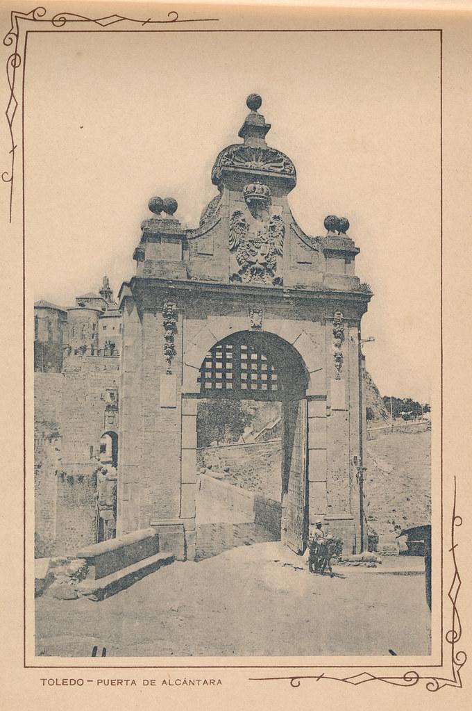 Puente de Alcántara. Incluida en un raro álbum con 24 fotografías de Toledo hacia 1907. Colección personal de Eduardo Sánchez Butragueño.