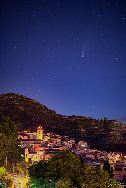 Neowise sobre Monistrol de Montserrat