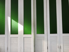 #Light & #shadows in #green :green_heart: & #white #bangkok