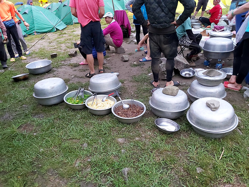 Songluo Lake: porters prepared our meals