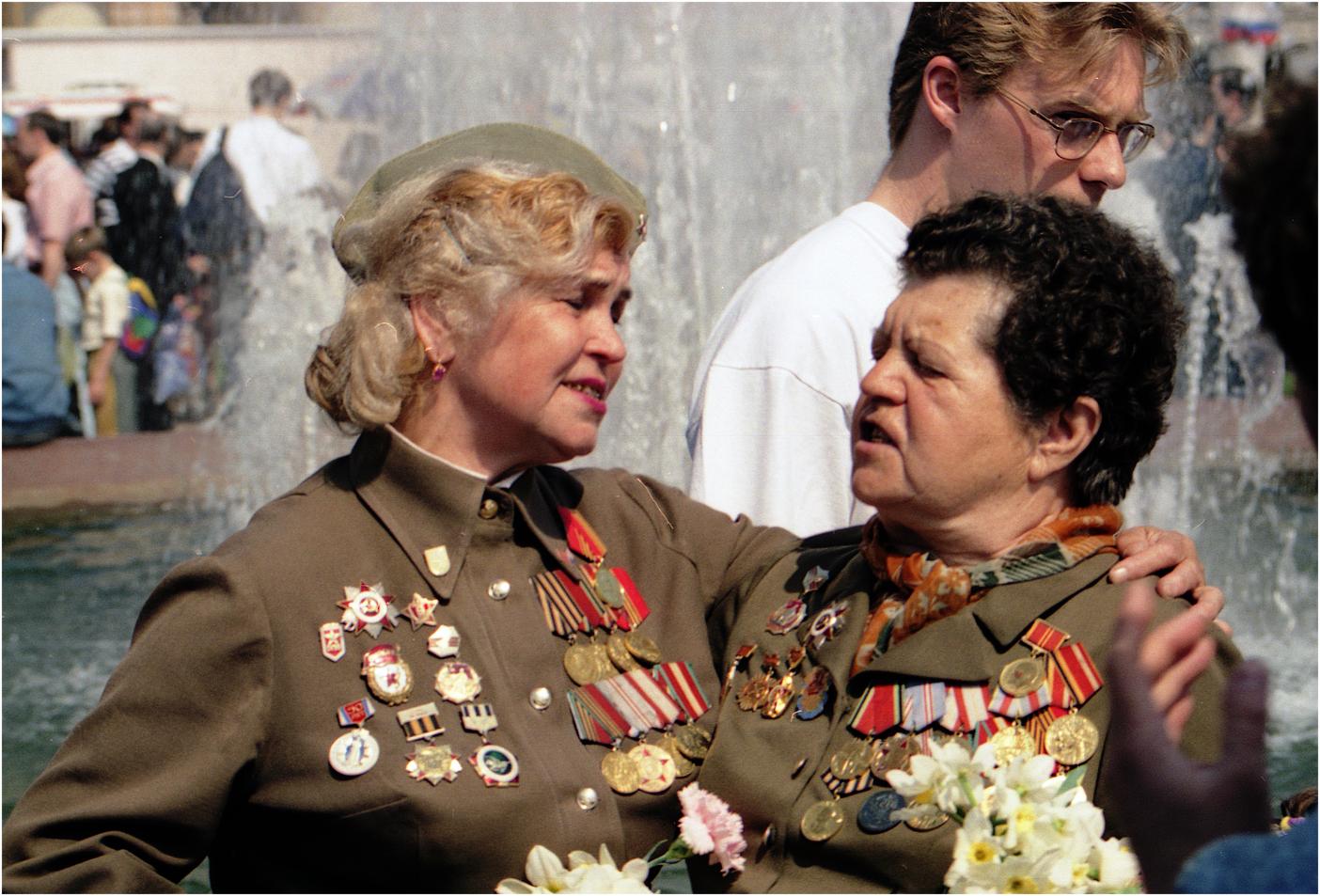 179. 1996. 9 мая. Встреча ветеранов ВОВ у Большого театра