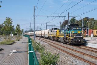 La HLD 7784 et la HLD 7778 assurent le Peton Express de passage a Gembloux ce 12 septembre 2020.