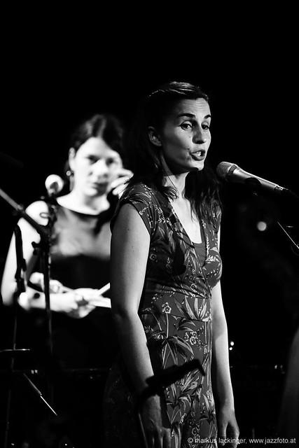 Evi Filippou: Vibraphon, drums, backing vocals / Almut Kühne: vocals
