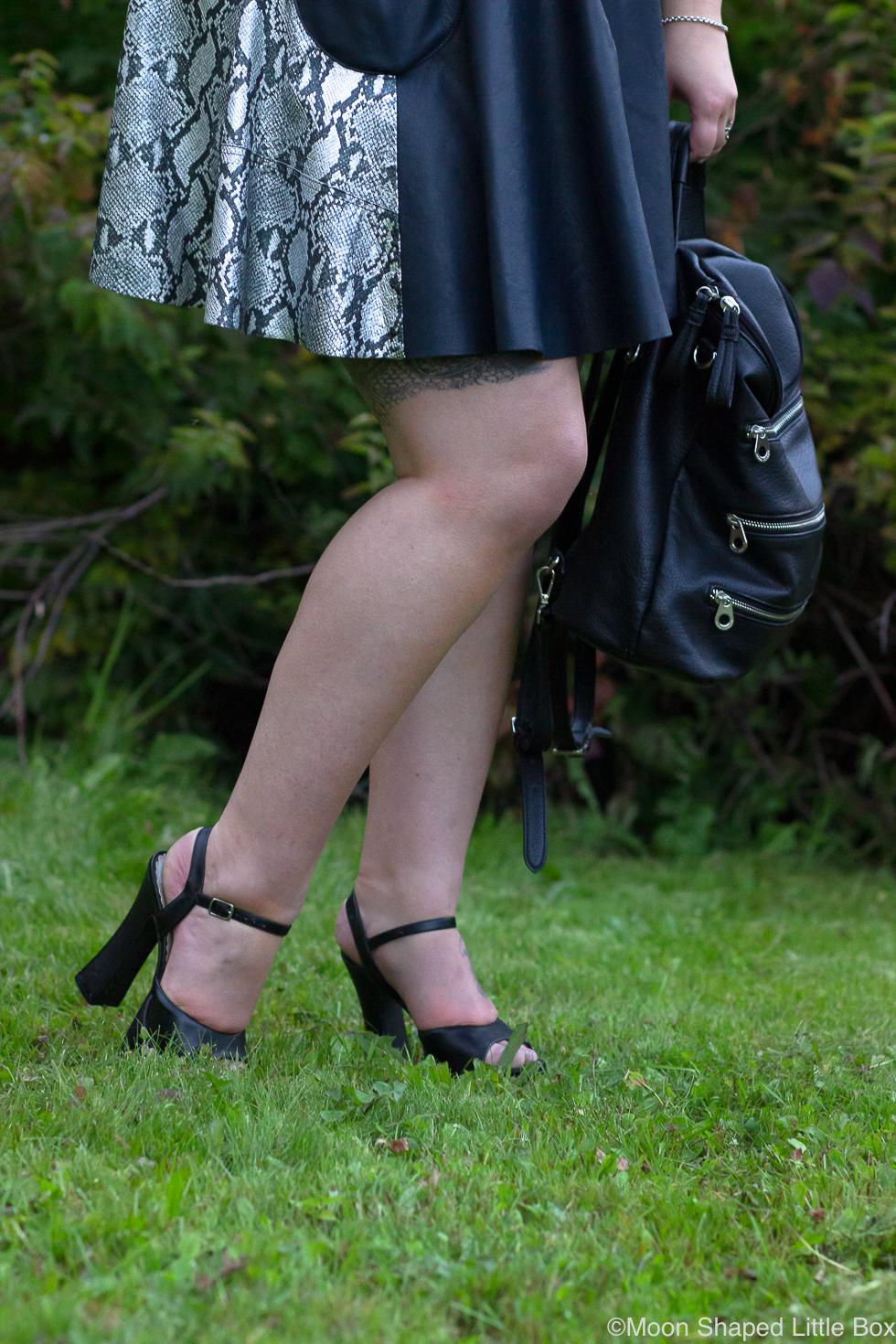 Pleaserin-korolliset-sandaletit