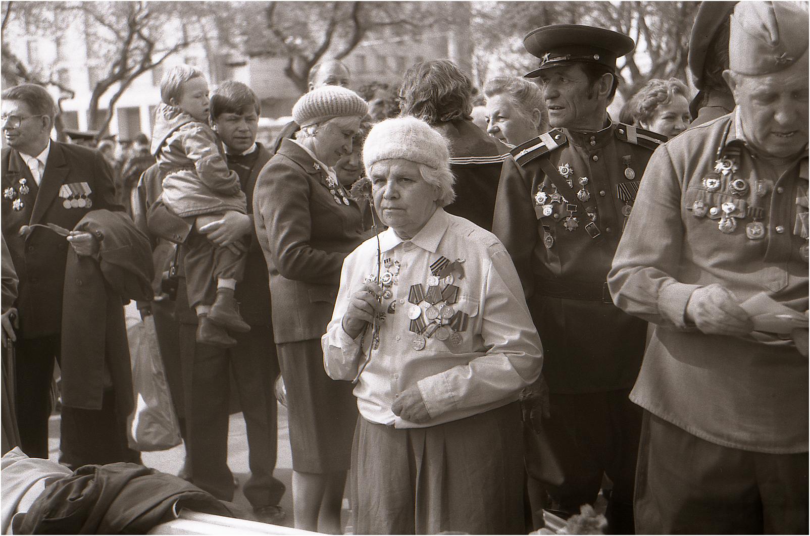 177. 1991. Встреча ветеранов ВОВ у Большого театра. 9 мая