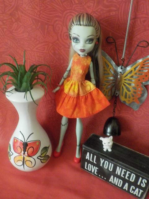 Frankie in yellow & orange (92/100)