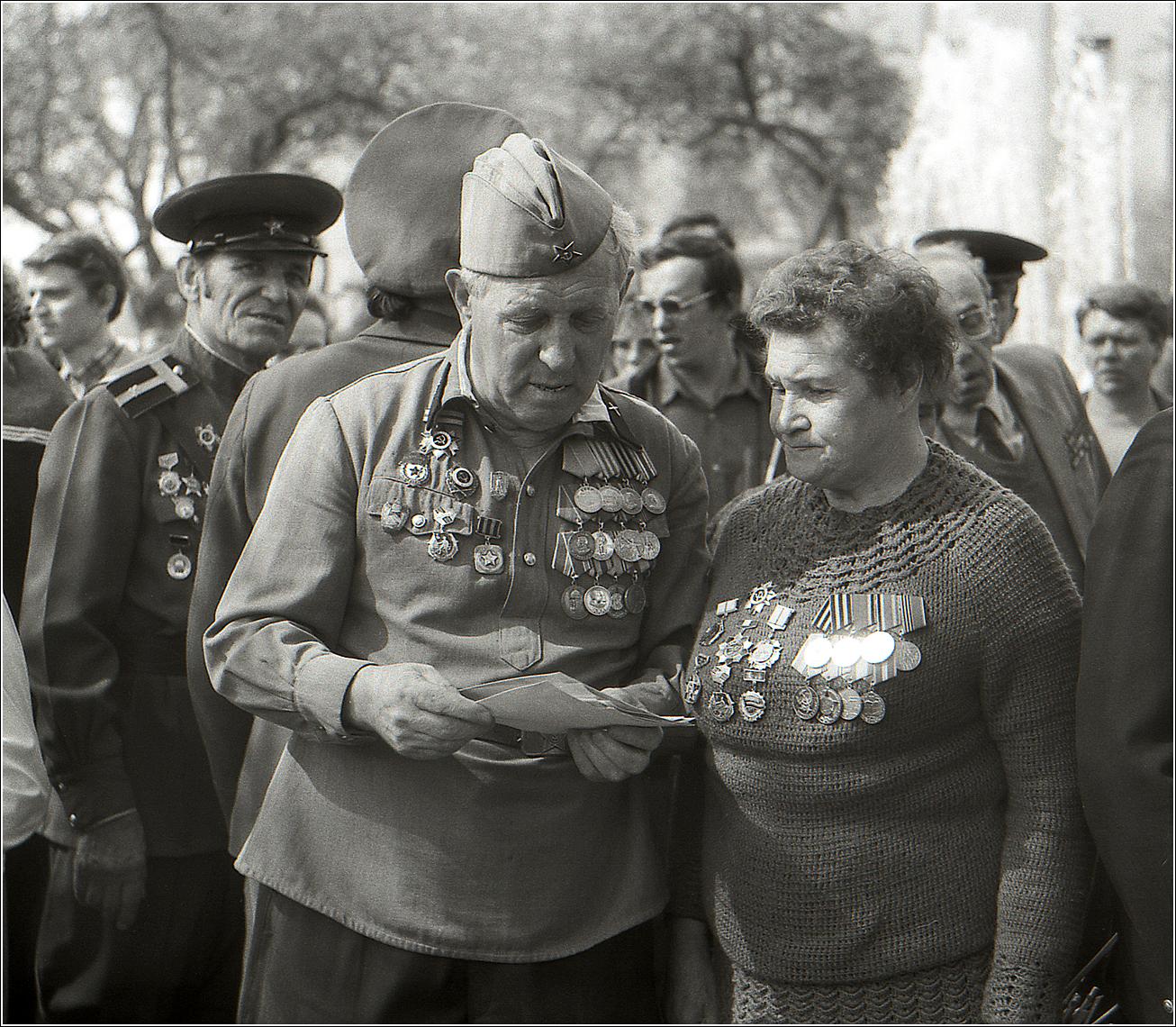178. 1991. Встреча ветеранов ВОВ у Большого театра. 9 мая.