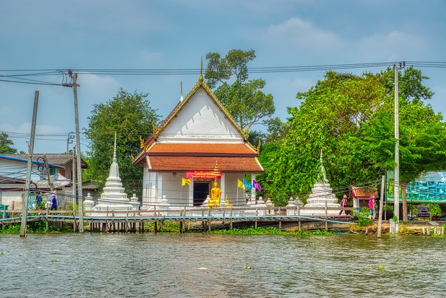 Small temple on Koh Kret by the Chao Phraya river near Bangkok, Thailand