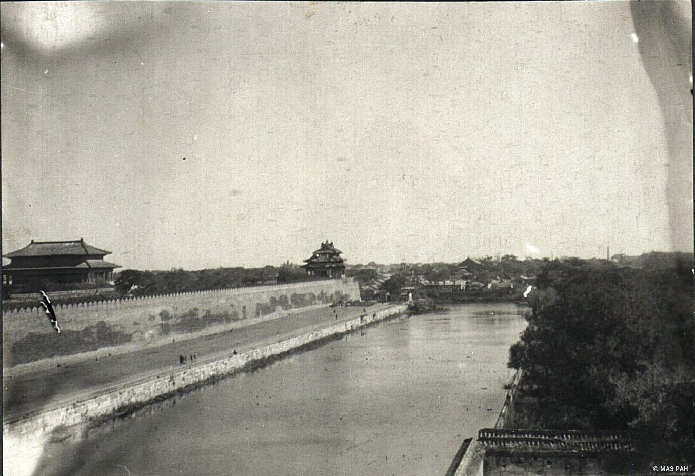 Вид на императорский дворец.